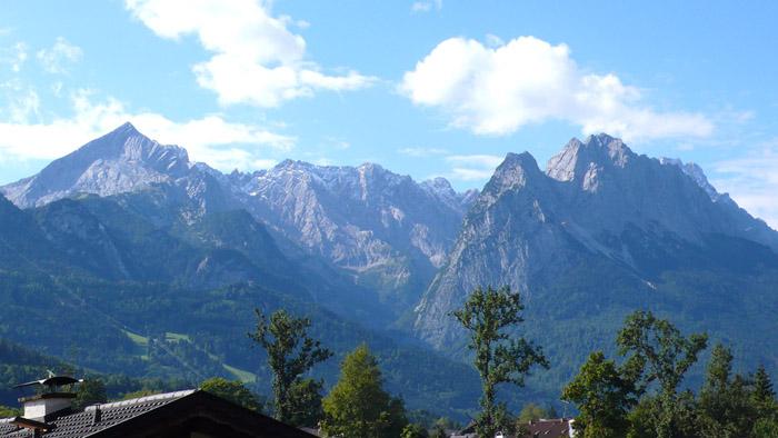 Bodengleiche Dusche Zeichnung : Alpspitze, Jubil?umsgrat, Waxensteine und Zugspitze